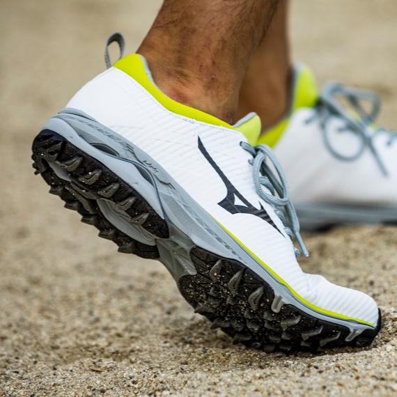 Footwear from Mizuno Golf